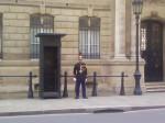 4 - Un garde National devant l'Elysée.jpg